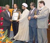 دبیرخانه جایزه عالی سیستم مدیریت صداقت، نخستین لوح و تندیس صداقت را به بانک اعطا کرد.