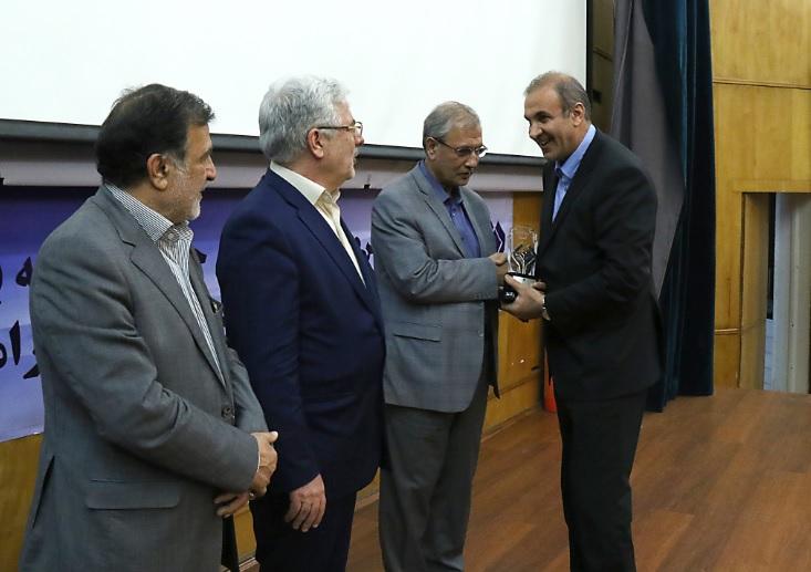 ایرانول  شرکت برتر شستا  و موفق به دریافت تندیس سیمین شد